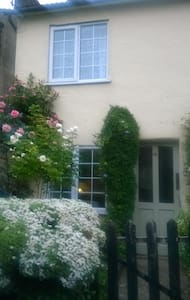 Charming Cottage nestled in Edlesborough village