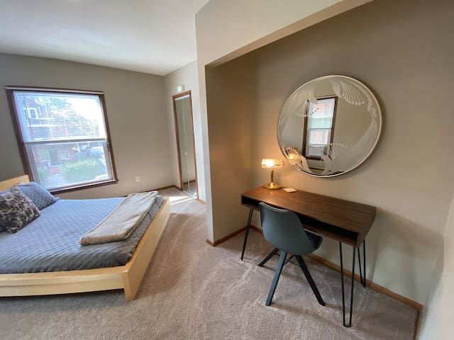 Historic, Newly Remodeled & Work Friendly- 2 Bed!
