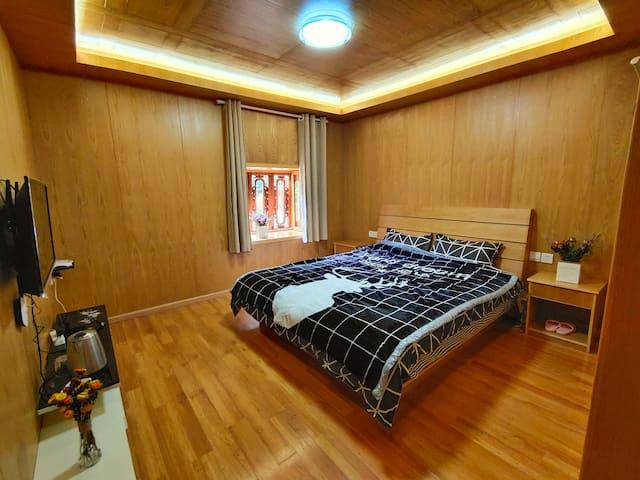 雨崩上村远方的家客栈大床房