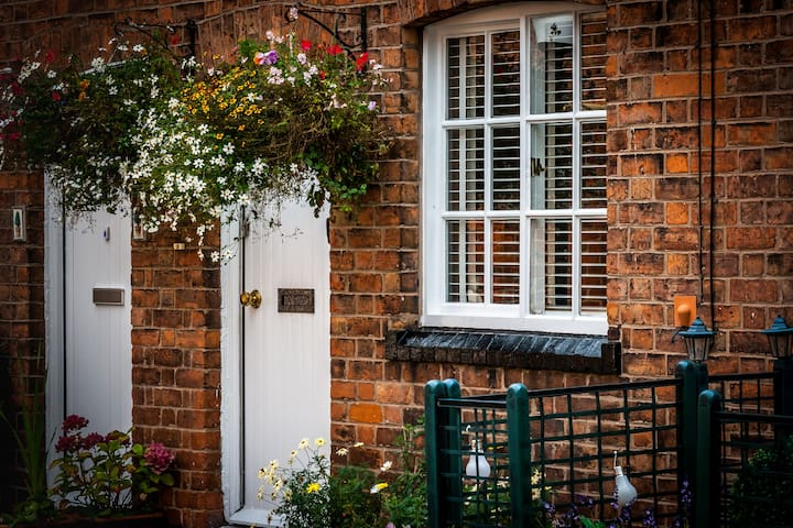 Charming Quiet Location Within the City Walls