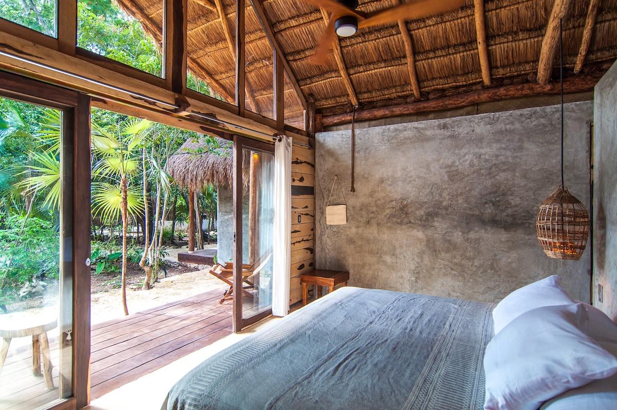 Jungle cabin in town /fast WiFi/ AC/Bikes (1 of 5)