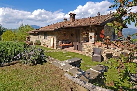 Romantic stay where Tuscany meets the sky!