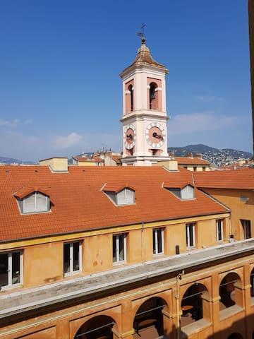 Studette en plein coeur du vieux Nice