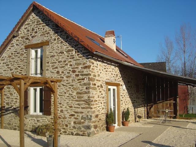 Saint-Pardoux-Corbier的民宿