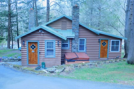 Pocono 2 Bedroom Rustic Log Cottage