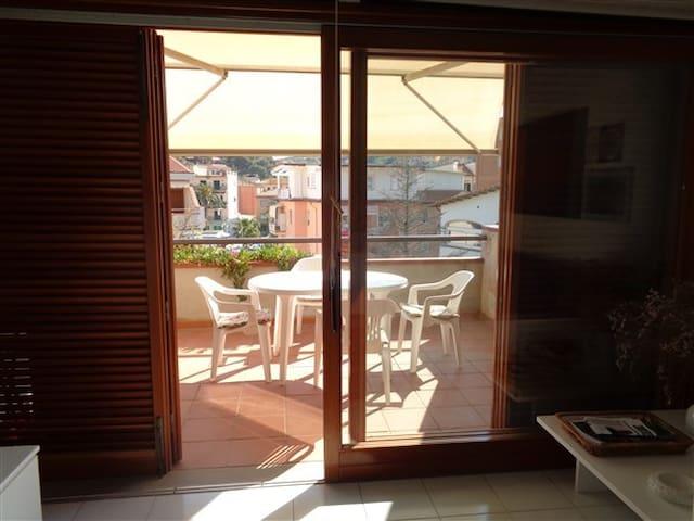 阿祖罗港 (Porto Azzurro)的民宿