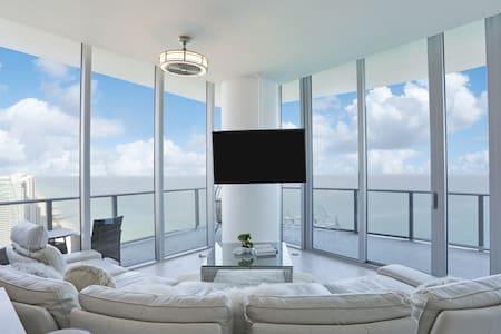 Top Floor  Penthouse Oceanfront Best View