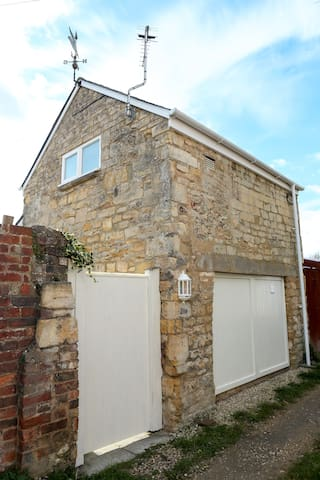 Detached Cotswold Stone Coach House