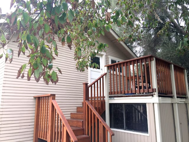 Cozy Apartment Near Downtown Glendora, CA