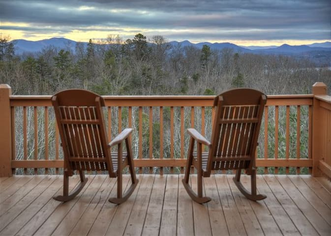 NEW! WAS $235, TOP OF MTN, LAKE BR ACCESS, FIREPIT