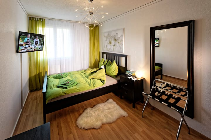 Queensize-Zimmer - Max Aviation Apartments