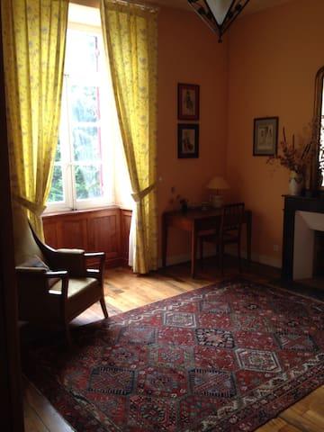 Castelnau-de-Brassac的民宿