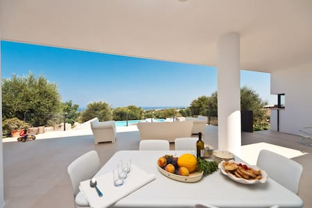 Superb villa with pool and great seaview