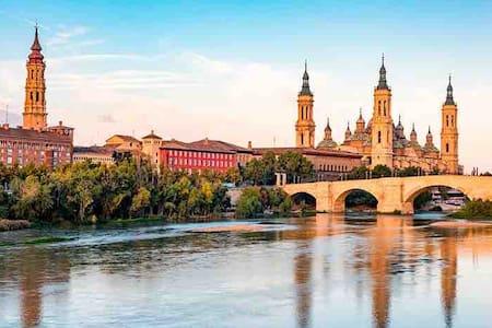 Zaragoza: la ciudad de las dos catedrales