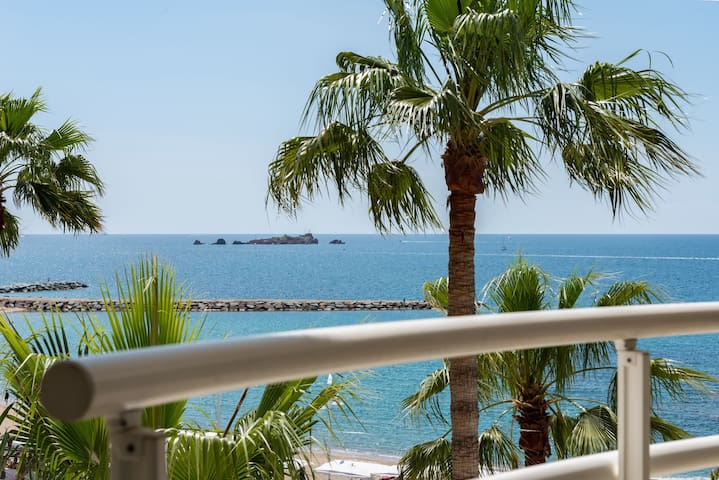 MODERN APARTMENT WITH GREAT SEA VIEW - ST RAPHAEL