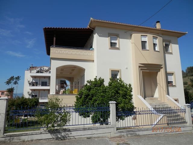 Nea Agchialos的民宿
