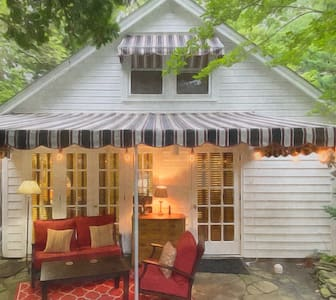 Private In-Town Garden Cottage