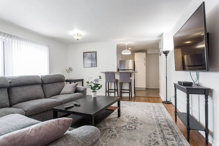 3 bedroom condo minutes from Downtown