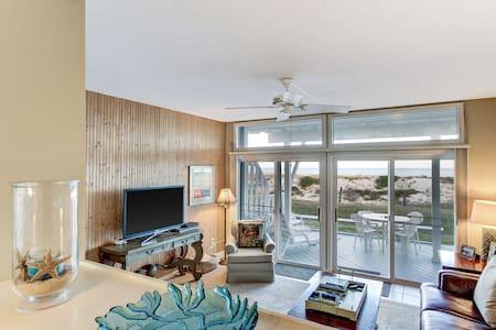 Huge Beachfront Condo- Amazing views from decks