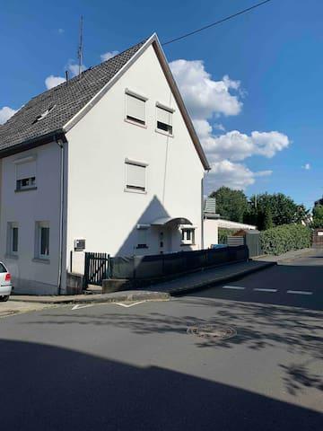 Brohl-Lützing的民宿