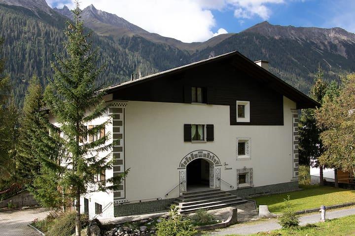 Bergün/Bravuogn的民宿