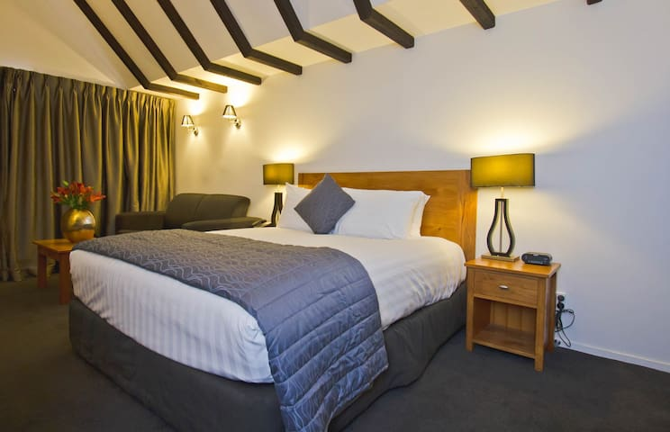 Luxury King Studio Rate for 1 guest plus extra person