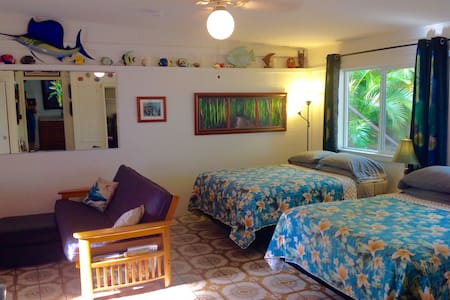 North Shore Country Private Studio *Taxes Included