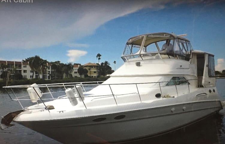 Yacht on Intracoastal 300 ft from Beach 2BR/2 BATH
