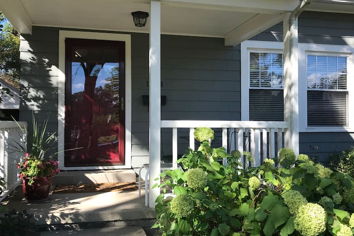 Private 2 Bdrm Old West Side Apt.A mile to Main St