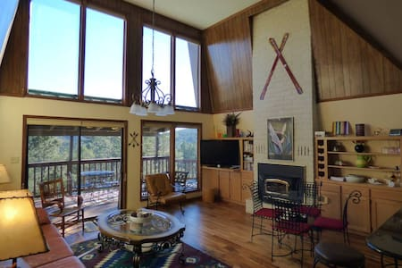 Mountain View Cabin, 5 min to Shopping, 3/2, WIFI