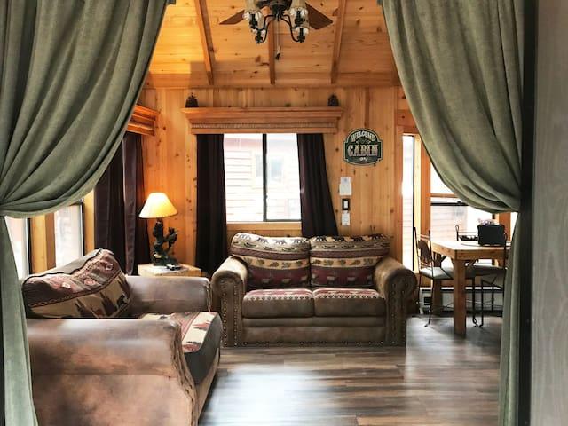 Bubbly  Bear Bungalow at Cedar Pines Resort