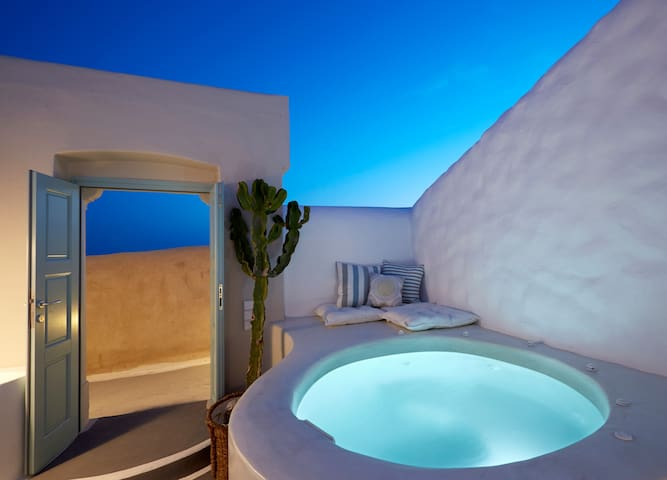 Valsamo ~ Deluxe Villa with private Jacuzzi