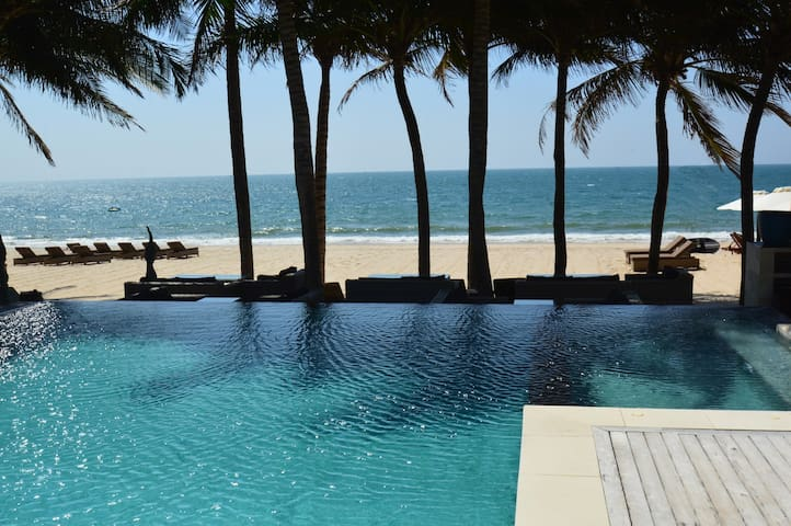 SUNSEA Resort Beach Front Home - Pool Access Room