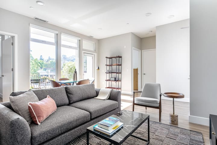 Airy San Carlos 2BR w/ Rooftop Lounge, near Silicon Valley, by Blueground