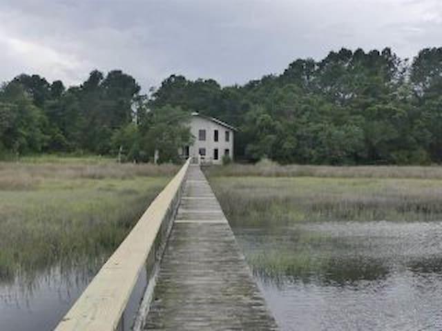 Hardwood Haven Creekhouse