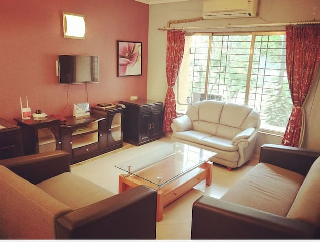 Master bedroom ~ attached washroom~ wifi~ TV~ A/C