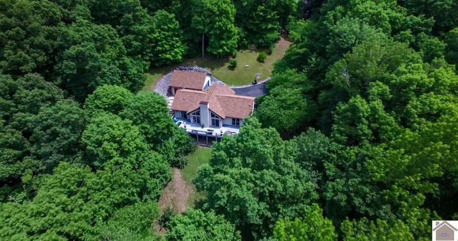 Completely Private Waterfront Home on Lake Barkley