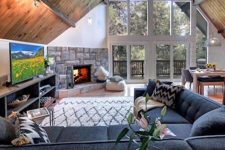 Designer Family winter Retreat-Pet Friendly