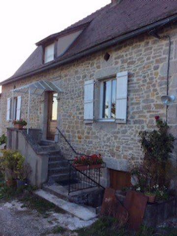 Saint-Jean-Lagineste的民宿