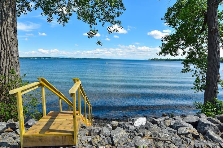 Lake Champlain Cozy Cove Home in Chazy NY