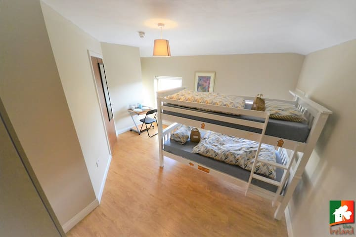 Room for two - Easy access to city centre