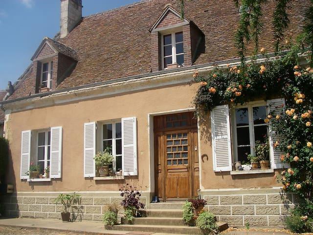 Villiers-Sous-Mortagne的民宿