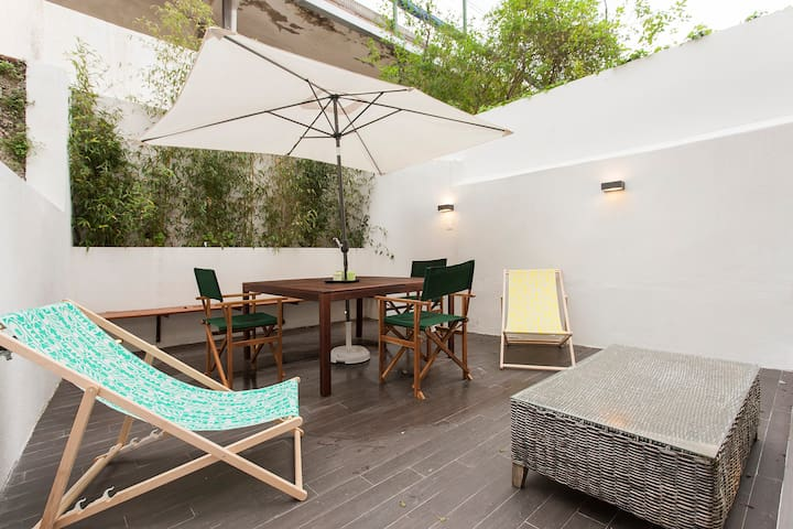 Central & Cosy Apartment w/ Terrace
