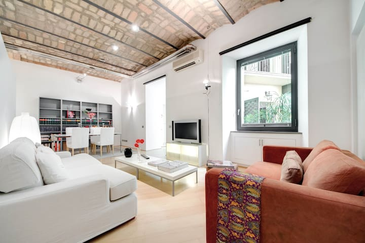 JACUZZI LOFT IN THE REAL TRASTEVERE