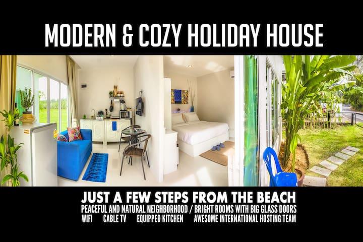 1BR House 300m to beach, sleeps 2-3