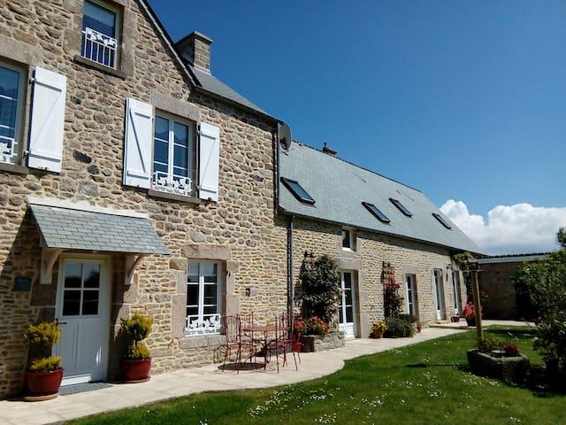 Néville-sur-Mer的民宿