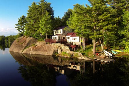 Heavenly Waterfont Cottage with Views to Die For!