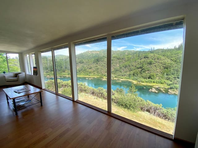 HOME SITS ABOVE SACRAMENTO RIVER NEAR SHASTA LAKE