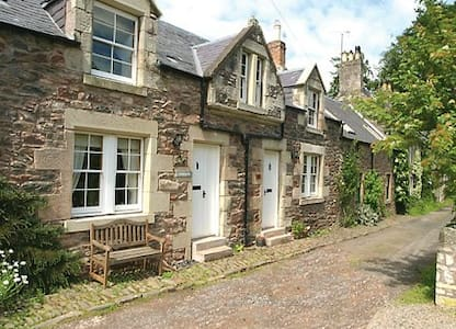 Cottage with loads of character, dogs welcome