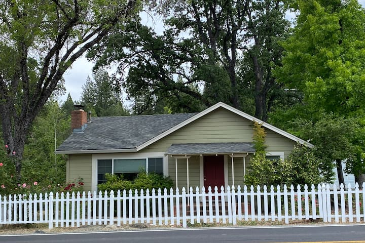 Van's Yosemite Garden Cottage